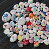 Happy Stones verspreid over wandelroutes